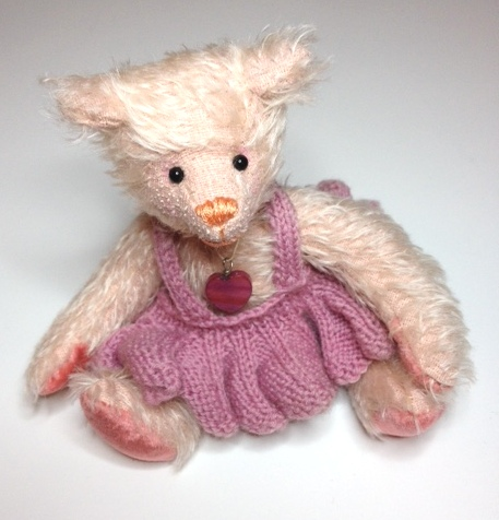 Daisy bear made from French Pink Mohair