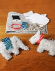 Learn a Stitch Whip Stitch Felt Key Rings