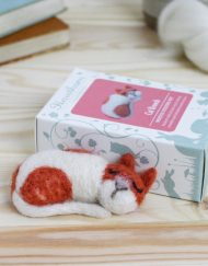 Hawthorn Handmade Cat Brooch Kit with box
