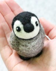 Hawthorn Handmade Baby Penguin Needle Felting Kit